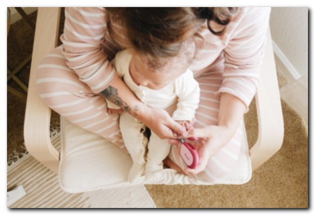 Как стричь детские ногти